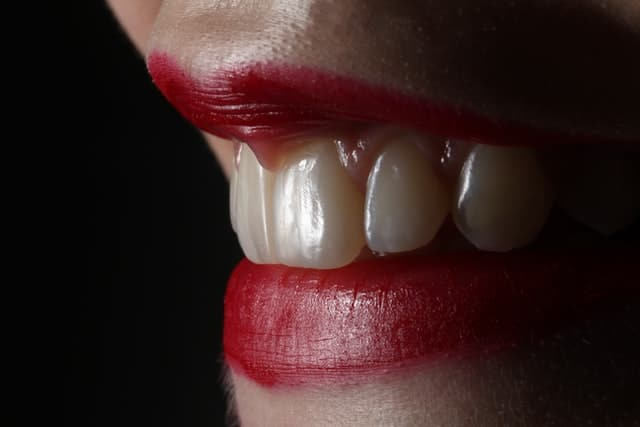 How to look beautiful without makeup - Look after your teeth and lips