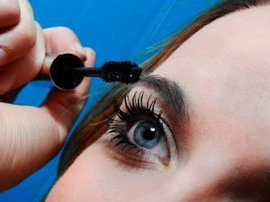 Beginner Eyeshadow Step by Step Guide: Mascara