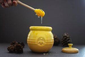 Ways to straighten hair at home -honey
