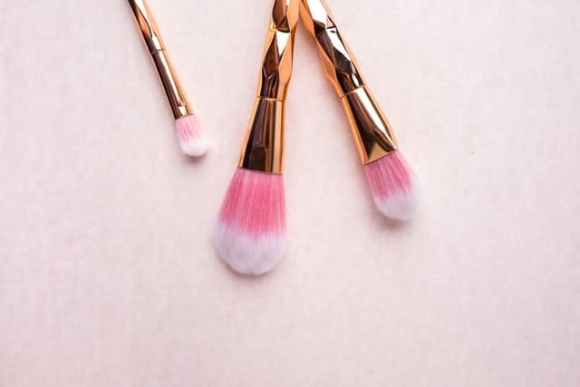 foundation that does not settle into wrinkles - tools