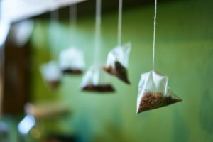 home remedies for itchy eyes - tea bags