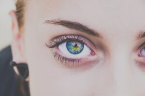 which type of eyeliner - round