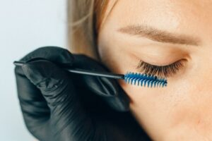 How to not get mascara on your eyelids