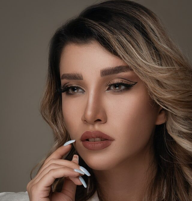 Eyelash extensions application